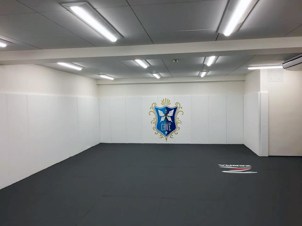 ゼブラマット・格闘技ジムCAVE